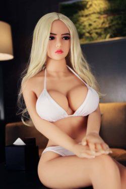 Machen Sie eine perfekte Puppe, die nicht von Menschen zu unterscheiden ist